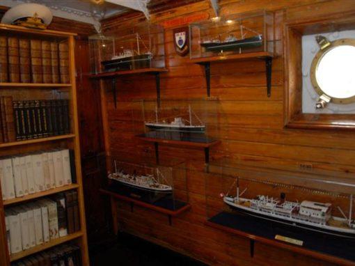 Compartimento de modelos de la flota del Lago Titicaca